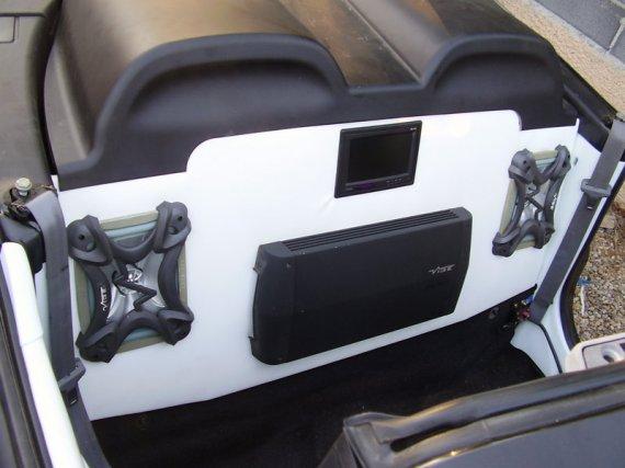 2328  570xfloat= p7290760 Roadbox car audio zabudowa Renault Megane Cabriozabudowa car audio megane car audio roadbox car audio road box car audio renault car audio megane cabrio
