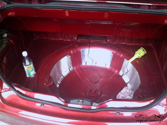 2546  570xfloat= 4 Car Audio zabudowa bagażnikazabudowa car audio w megane cabrio zabudowa bagażnika cabrio wzmacniacze megane cabrio subwoofer cabrio jak poprawić audio w cabrio głośniki megane cabrio audio megane